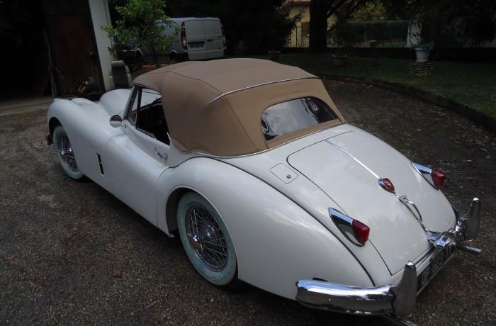 Création d'une capote pour une ancienne Jaguar